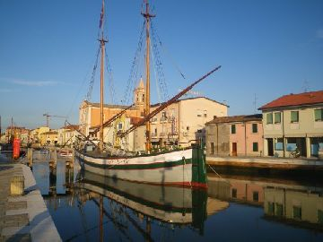 alter Kanal in Cesenatico.jpg
